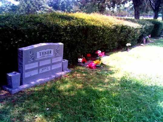 The area around Bonnie Parker's Grave