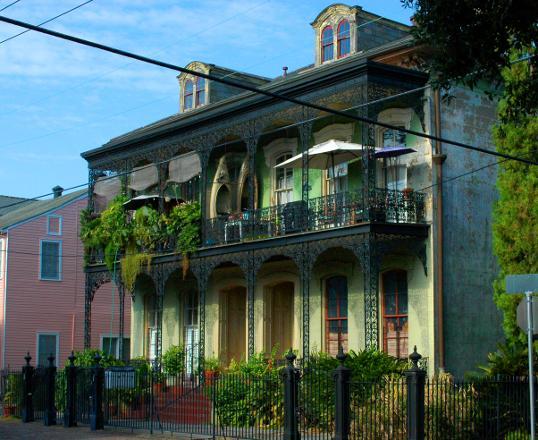 New Orleans Architecture – Lower Garden District – Kayak Storage ...