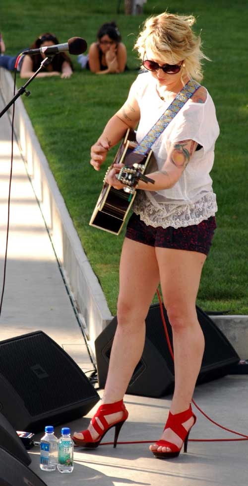 Madison King at the first Patio Session