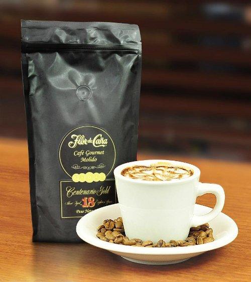 Es café macerado en ron, posee todas las propiedades organolépticas del ron, pero tiene grado de alcohol