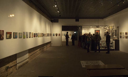 Looking into the windows of the Kettle Gallery, waiting for the show to start.