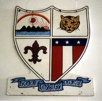 The crest from the American Nicaraguan School