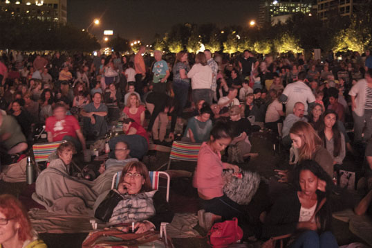 The crowd behind me at The Marriage of Figaro at Klyde Warren Park