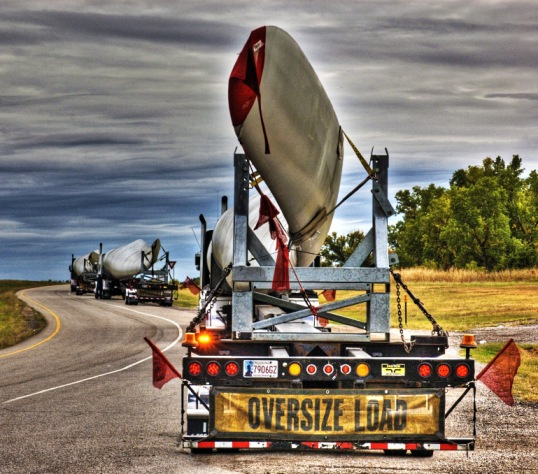 Wind Turbine blades on Tractor Trailers, Interstate 35, Oklahoma (click to enlarge)